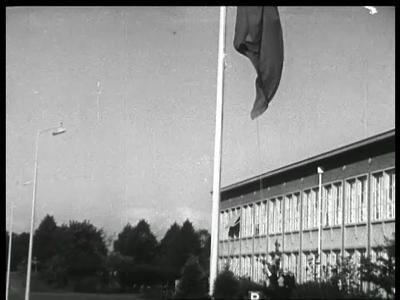 10321 BB00445 Een film rondom het bezoek van Z.K.H. Prins Bernhard en staatssecretaris van Marine P.J.S. de Jong aan ...