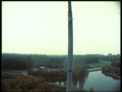 10323 BB00447 Een film rondom het verkeersleidingsysteem van Schiphol, het Air Trafic Control System van Signaal.