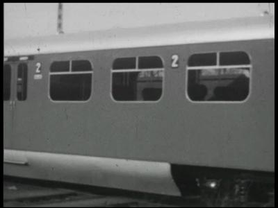 10590 BB02832 Bedrijfsfilm van Heemaf over een proefrit van een nieuw dieselelektrisch aangedreven treinstel van ...