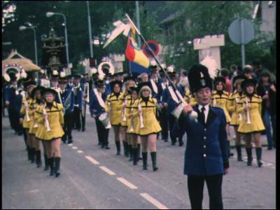 10633 BB00469 Een film rond de festiviteiten ter gelegenheid van het 900-jarig bestaan van Hellendoorn, met beelden van ...