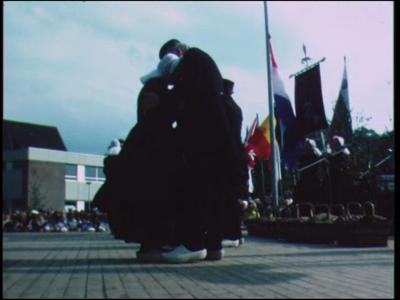 10851 BB02282 Een film rondom dansgroep 'De Krekkel' uit Enschede, met beelden van een optreden.