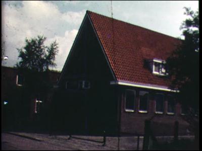 10870 BB02301 Gereformeerde Kerk van Goor viert 50 jarig bestaan. Beelden van de catechisatie in het jeugdcentrum ...