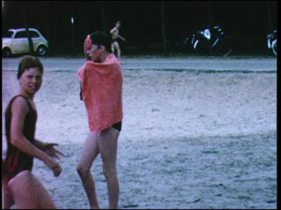 10874 BB02305 Een film rond de kinderen van de Zwaluwenschool te Almelo, met beelden van o.a. een schoolreisje op 30 ...