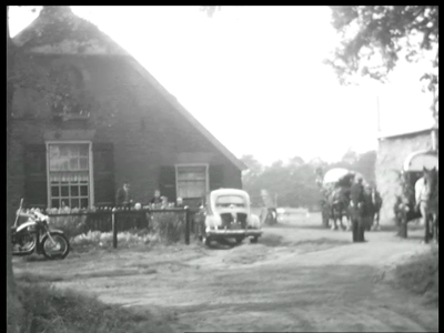 10882 BB02313 Een film rond de viering van het huwelijk van jute fabrikant Auke ter Horst in Rijssen, met beelden van ...