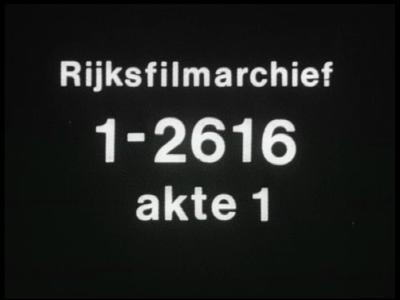 10885 BB02839 Een bedrijfsfilm van Heemaf in Hengelo rondom de fabricage van een 5 pk SKA motor, een tractiemotor voor ...
