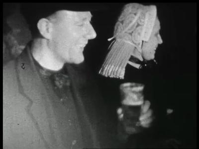11188 BB02331 Korte reportage over een boerenbruiloft, met beelden van mensen in klederdracht die een borrel drinken; ...
