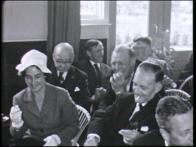 11201 BB02344 Reportage over de installatie op 16 juni 1962 van burgemeester Bazen van Bathmen, met toespraken, ...