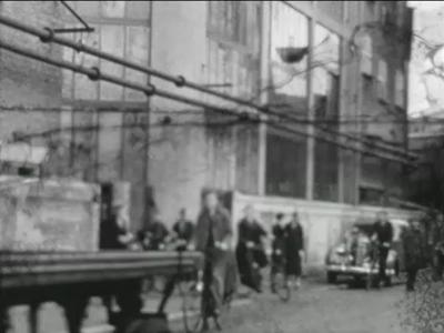 11784 BB01816 Een film rond een uitje van NSV (Nico's ter Kuile Sportvereniging), met beelden van het uitgaan van de ...