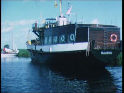 11846 BB02407 Reportage over de openingstocht van de zeilvereniging Zwolle in 1973. Diverse motor- en zeiljachten ...