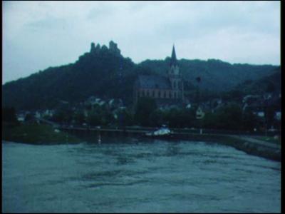 11850 BB02411 Reportage over een reisje, begin jaren tachtig, langs de Rijn met een passagiersschip, waarbij o.m. ...