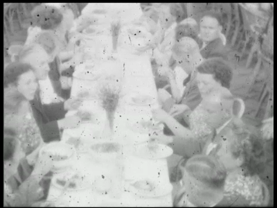 11908 BB00192 Jubileumfilm Bendien Confectiefabriek Emmen, 1951Personeelreisje naar Hoek van Holland, rondvaart haven ...