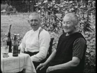 12444 BB01899 Een familiefilm rond een ouder echtpaar uit Goor, met kinderen, rond begin jaren 50, met beelden van de ...