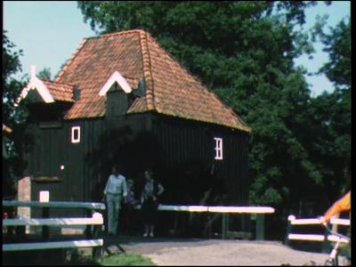 12446 BB01901 Een film rondom het 875-jarig bestaan van Diepenheim, met beelden van o.a. de watermolen Den Haller, een ...