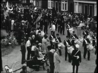 12457 BB01912 Een film met beelden van het priesterfeest van pastoor Holterman, en de ingebruikneming van de R.K. ...