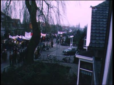 12477 BB02463 Een film met uiteenlopende opname's van ondermeer:- 00:00:00 Een demonstratieoptocht tegen de verrijking ...