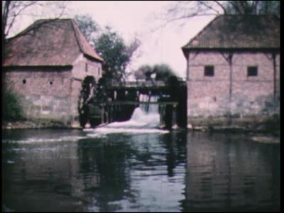 12757 BB01921 Een film, rond de watermolens in Twente, met beelden van de Oostendorper molen uit, oorspronkelijk, 1548, ...