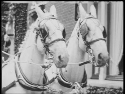 12758 BB01922 Samenvatting:Reportage over het huwelijk van mr. P. Timmermans en M.H.L. van Heek op 30 mei 1942 te ...