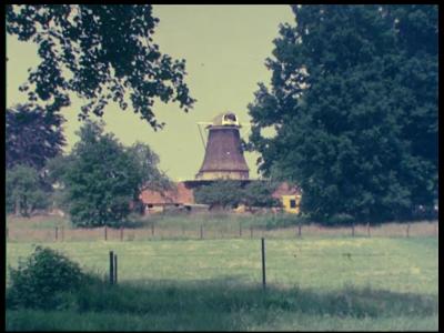 12766 BB01931 Een film met beelden van een dijk- en wegverbreding, de verplaatsing van korenmolen de Star bij Balkbrug, ...