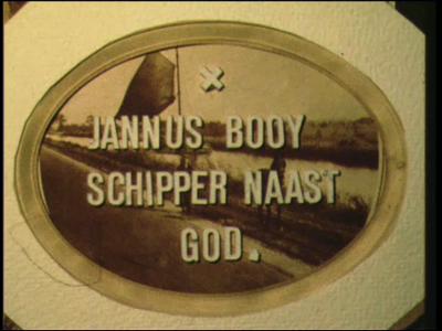 12787 BB01952 Aan de hand van een historische figuur, de turfschipper Jannus Booy uit Genemuiden, wordt een beeld ...