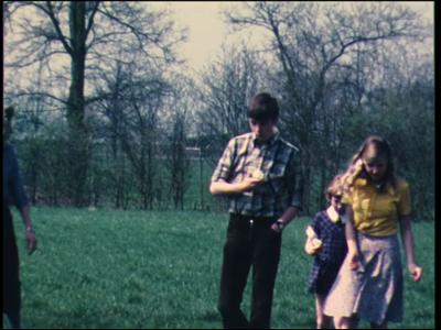 13099 BB01976 Een familiefilm rond de familie Baan met o.a beelden uit '76 van Margreet met de hond en Gerrit en Anne ...