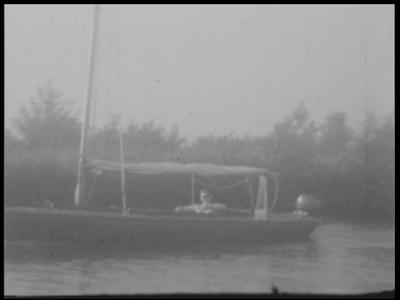 13104 BB01981 Samenvatting:Compilatiefilm van de familie Kappelle uit Deventer, met eerst beelden van een vakantie met ...