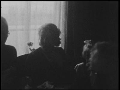 13111 BB01988 Samenvatting:Compilatiefilm van de familie Kappelle uit Deventer, met onder meer familiebeelden, soldaten ...