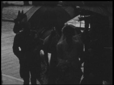 13121 BB02526 Samenvatting:Vooroorlogse beelden van Deventer, met eerst een groep fietsers op vélocipèdes en vervolgens ...