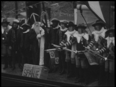 13132 BB02537 Samenvatting:Reportage over de aankomst van Sinterklaas in Deventer.Beschrijving:00.16.26 Sinterklaas ...