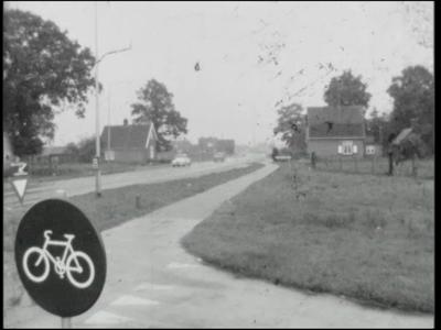 13199 BB00238 Dorpsfilm over Wesepe anno 1965. Beelden van veel personen met hun dagelijkse bezigheden, afgewisseld met ...