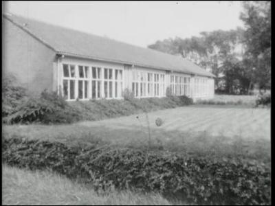 13200 BB00239 Dorpsfilm over Wesepe anno 1965. Beelden van veel personen met hun dagelijkse bezigheden, afgewisseld met ...