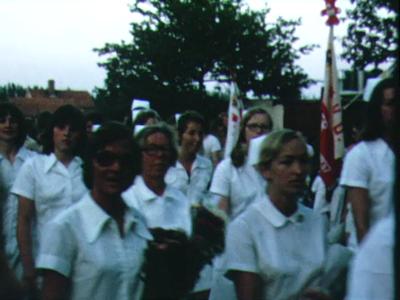 13201 BB00240 Een film rondom het St. Geertruidenziekenhuis te Deventer, met beelden van o.a.:- Een optocht met ...
