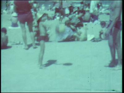 13425 BB02013 Een film rond 'De Hengeler Spöllers en Daansers' en hun deelname aan een internationaal folkloristisch ...