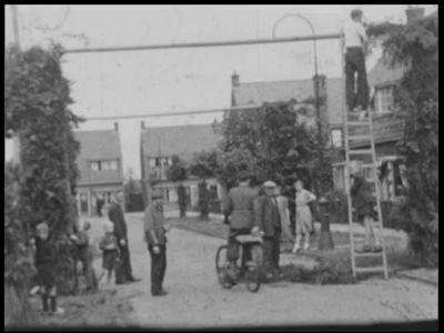 13457 BB02574 Samenvatting:Reportage over de bevrijdingsfeesten in Glanerbrug en Enschede.Beschrijving:00.18.48 Mensen ...