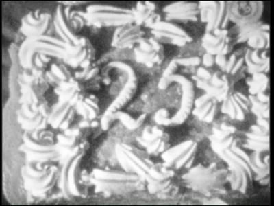 13484 BB03137 De film bevat de volgende tussentitels: Ontvangst op de Openbare Leeszaal Achtereenvolgens spreken de ...