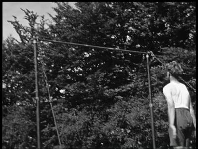 13523 BB00274 Een film van het Instituut voor Lichaamsontwikkeling te Enschede, met beelden van gymnastiekoefeningen, ...