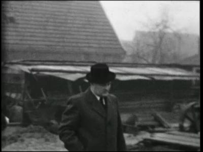 13784 BB02614 Reportage over de eerste steenlegging bij de uitbreiding van de RK kerk te Albergen, met beelden van de ...