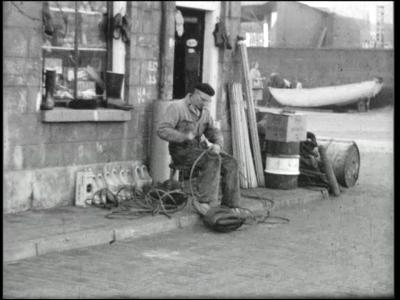 13788 BB02619 Een film van dhr. Steenbergen met beelden van o.a.:- Dhr. Steenbergen aan het werk;- Een kind spelend met ...