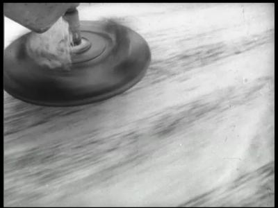 14087 BB02630 Film over gladheidsbestrijding, Polygoonfilm voor de Nederlandse Zoutindustrie, film over strooien van ...
