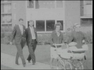 14534 BB11094 Een familiefilm met diverse beelden in en rond Ommen:- Uit wandelen met de kinderwagen;- Met een peuter ...