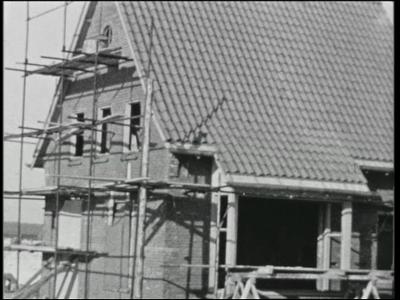 14535 BB11095 Een film rondom het bedrijf Pacton, producent van aanhangers, uit Ommen, met beelden van o.a.:- Een huis ...