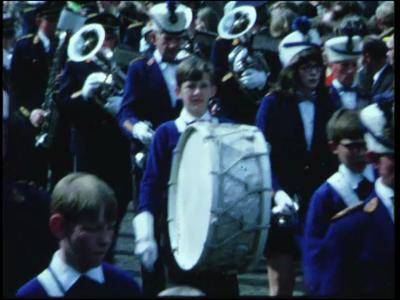 14538 BB11098 Een film rondom feestelijkheden in Ommen, met beelden van o.a.:- Een muziekkorps;- 'Hoop doet leven';- ...
