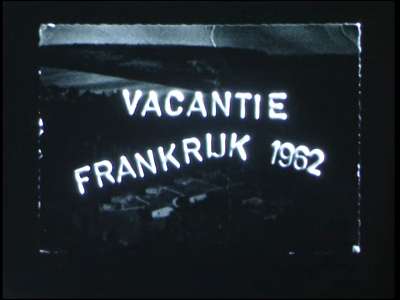 14544 BB11126 Een familiefilm rond een vakantie in Frankrijk, met beelden van o.a.:- Zwolle met de Sassenpoort;- Een ...