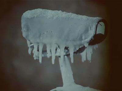 14565 BB11301 Een reclamefilm voor Union fietsen, met hierin de volgende beelden:- Een fiets onder het ijs;- Een man ...