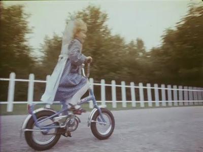 14566 BB11305 Een reclamefilm voor Union fietsen, met hierin de volgende beelden:- Een kleuter op een Union fietsje;- ...