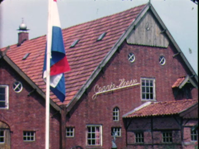 1469 BB04710 Een familiefilm van de familie Hek uit het Twentse Lattrop, met beelden van o.a.:- De viering van een ...
