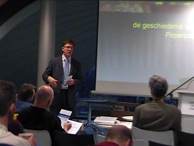 14725 BB04973 Opname van een lezing gehouden door Michiel Visser, projectmedewerker van Kunst en Cultuur Overijssel ...