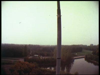 14736 BB05757 Deze documentaire behandelt het door Philips geleverde SATCO luchtverkeersleidingsysteem van ...