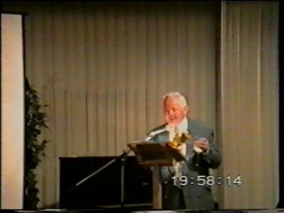 14869 BB08197 Een door het HCO genaakte DVD ter gelegenheid van 50 jaar bevrijding van Nederland.Foto's van militairen ...