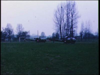 2656 BB05628 Familiefilm met beelden van militaire voertuigen en materieel op oefening, en van een jongen bij huis., ...