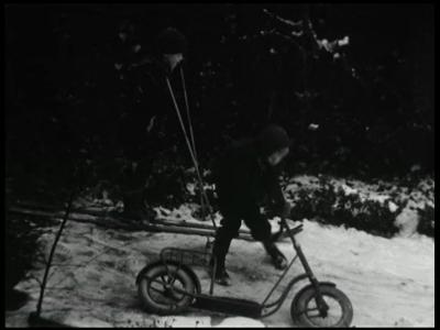 3374 BB09507 Een familiefilm van de familie Lamberts, met beelden van o.a.:- De besneeuwde tuin, Harald op de step en ...